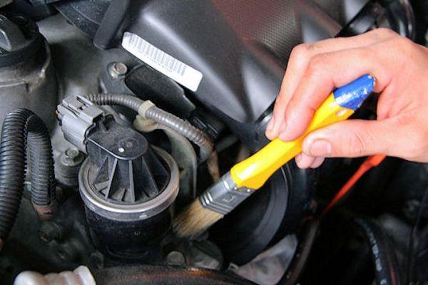 Como limpiar el motor de tu coche for Como lavar el motor de un carro